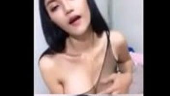 เคล้นนม หีไทย หีสาวสวย บีบนม น้องฝ้าย นม500ซีซี คลิปโป๊เสียงไทย